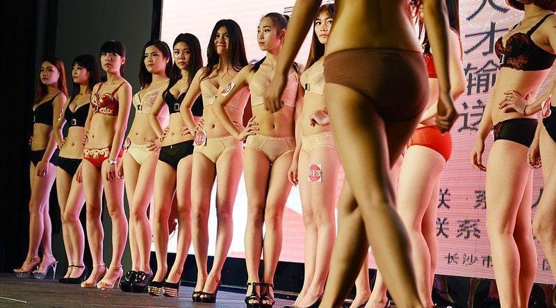 中国人美女の下着モデルのファッションショー…マン毛透けてるのは気のせいだろうか?wwwww(画像あり)・7枚目の画像
