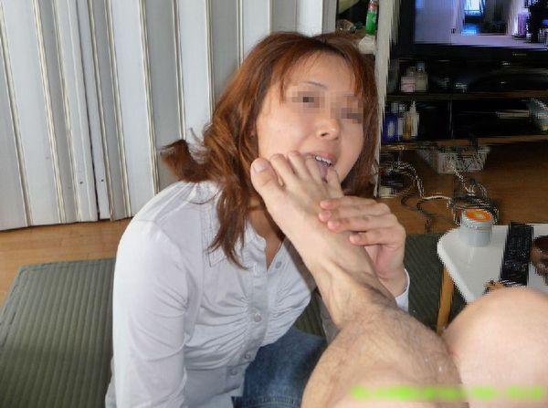 足舐めできる従順雌豚女のエロ画像34枚・10枚目の画像