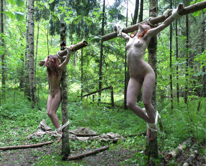 野外調教されてる性奴隷扱いの外国人女性のエロ画像20枚・13枚目の画像