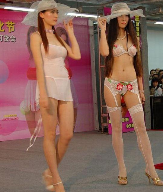 中国人美女の下着モデルのファッションショー…マン毛透けてるのは気のせいだろうか?wwwww(画像あり)・20枚目の画像