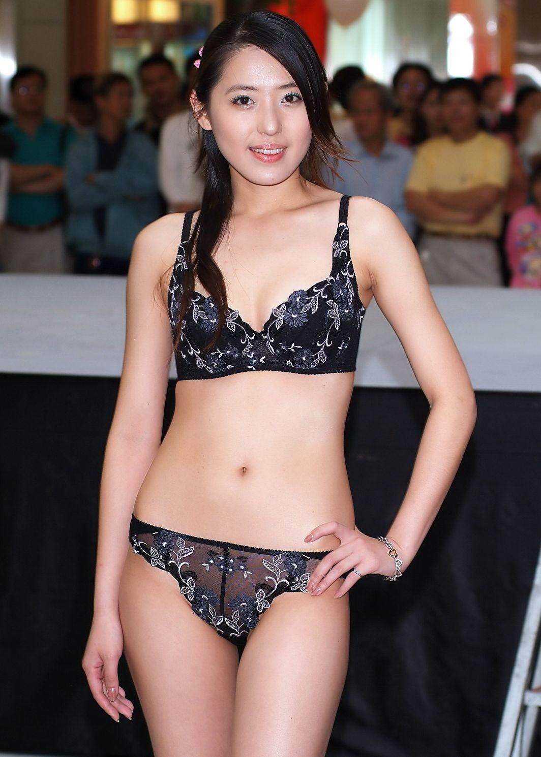 中国人美女の下着モデルのファッションショー…マン毛透けてるのは気のせいだろうか?wwwww(画像あり)・27枚目の画像