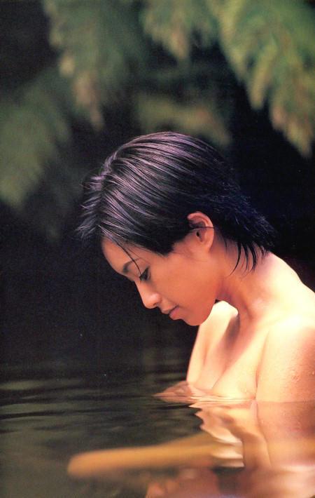 酒井法子の若かりし頃の水着グラビアエロ画像015