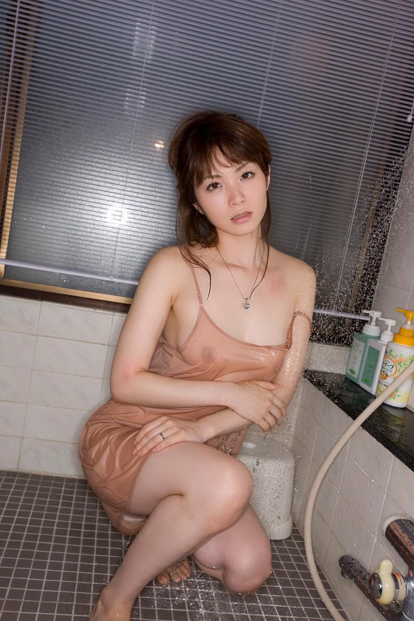 部屋着がセクシーなお姉さんが抜けるエロ画像22枚・3枚目の画像