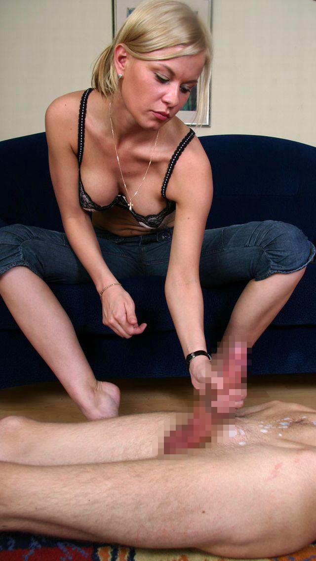 デカマラを手コキする外国人女性のエロ画像29枚・18枚目の画像