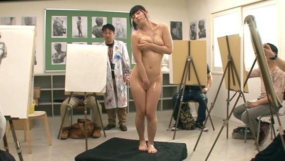 ヌードデッサンモデルという危険なアルバイトのエロ画像33枚・19枚目の画像