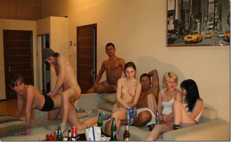 海外ホームパーティーで乱交してる非現実的エロ画像22枚・10枚目の画像