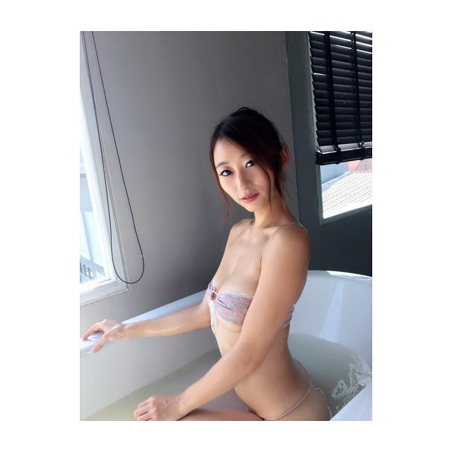 松村加南子(32)のGカップ薬剤師の抜けるグラビア画像80枚・49枚目の画像