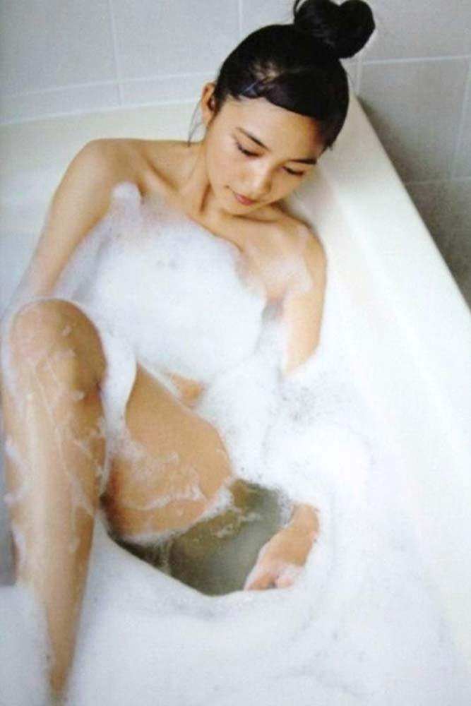 川口春奈 ヌード写真集エロ画像40枚!泡風呂ヌード、水着、セクシーランジェリー姿のプリケツ具合がクッソエロいw・4枚目の画像