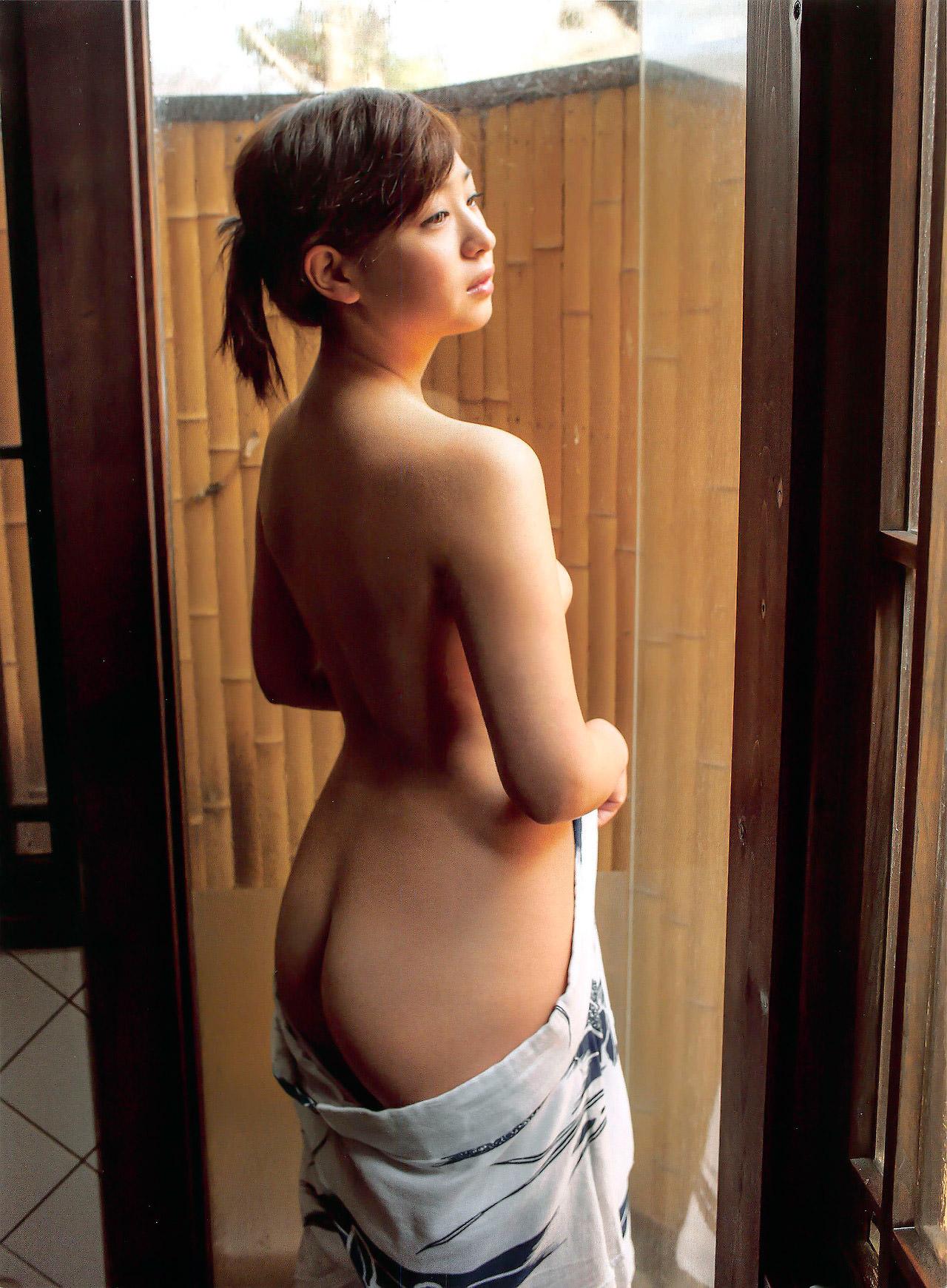 芸能人ヌード 生尻エロ画像32枚!お尻ヌードってことは撮影現場ではオマンコ見えてるってことだよな?www・9枚目の画像