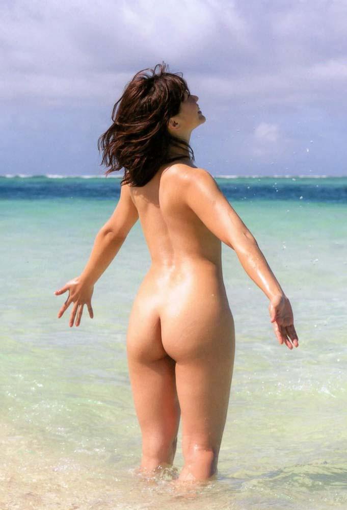 芸能人ヌード 生尻エロ画像32枚!お尻ヌードってことは撮影現場ではオマンコ見えてるってことだよな?www・11枚目の画像
