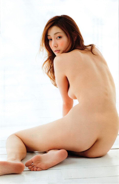 芸能人ヌード 生尻エロ画像32枚!お尻ヌードってことは撮影現場ではオマンコ見えてるってことだよな?www・14枚目の画像