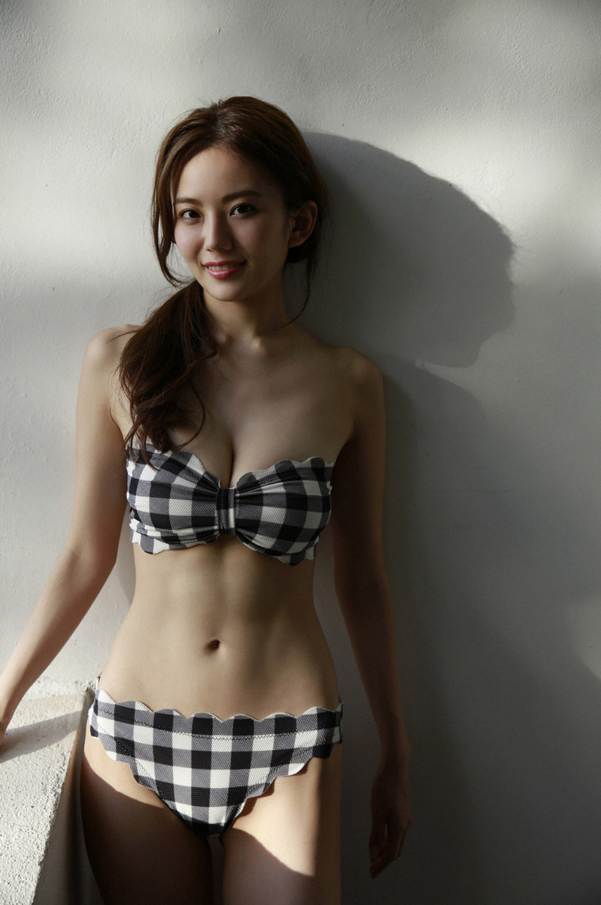 伊東紗冶子(23)Gカップキャスターの水着グラビア画像128枚・63枚目の画像