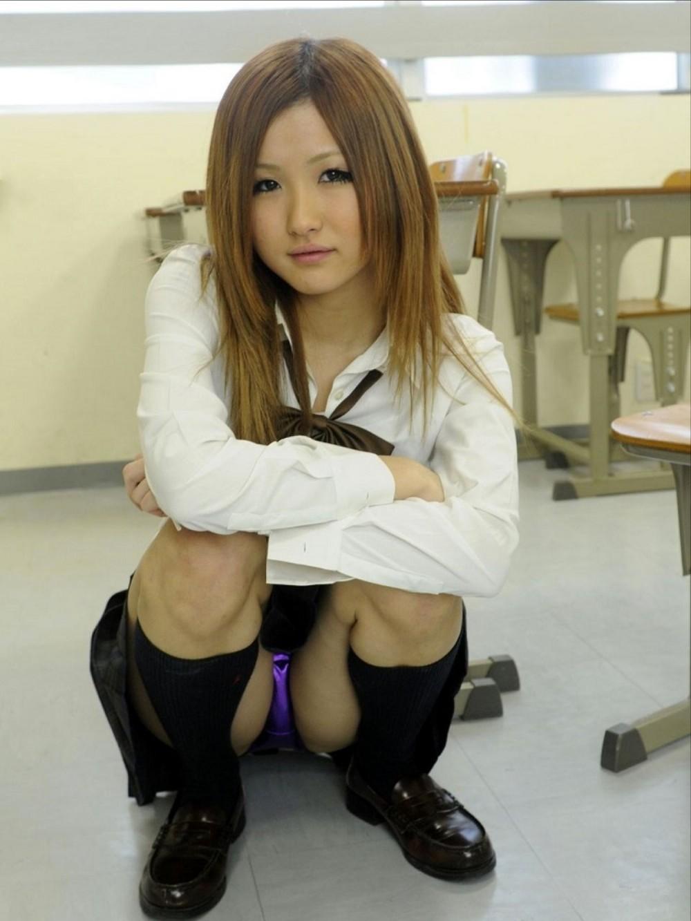 JKパンチラ!女子高生の制服姿のエロ画像32枚・2枚目の画像