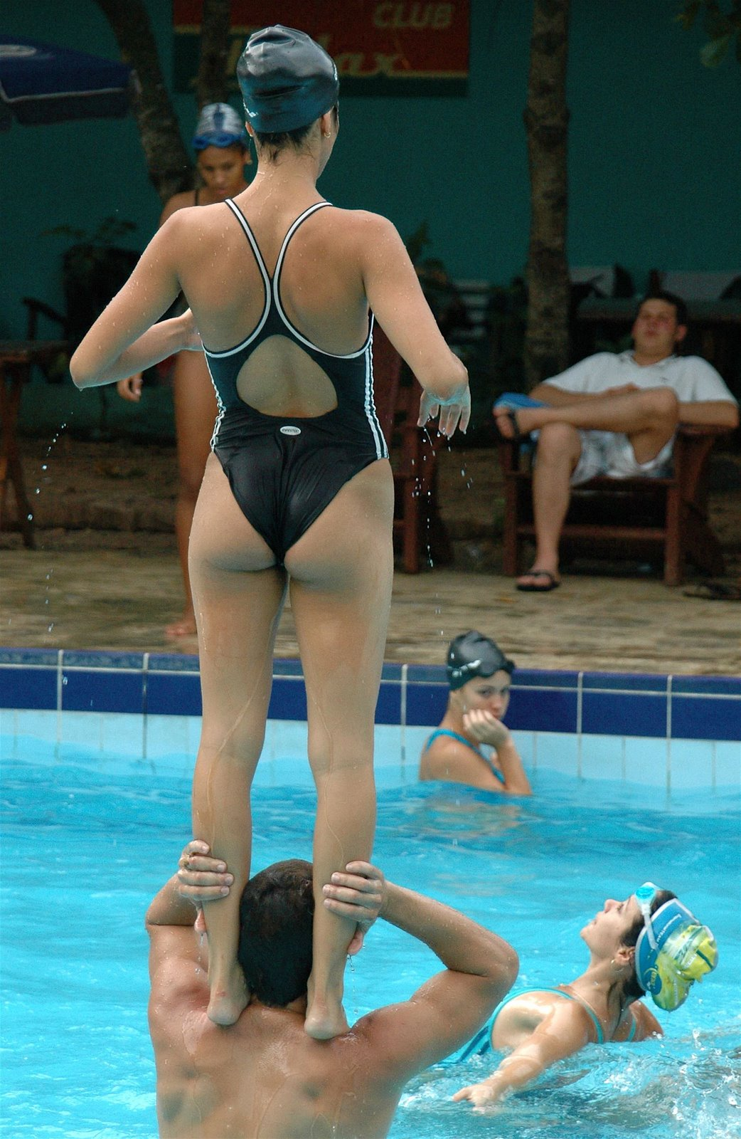 外国人の胸ポチ、ハミ尻が抜ける競泳水着姿のエロ画像33枚・3枚目の画像