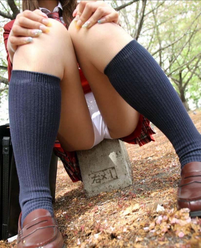 JKパンチラ!女子高生の制服姿のエロ画像32枚・4枚目の画像