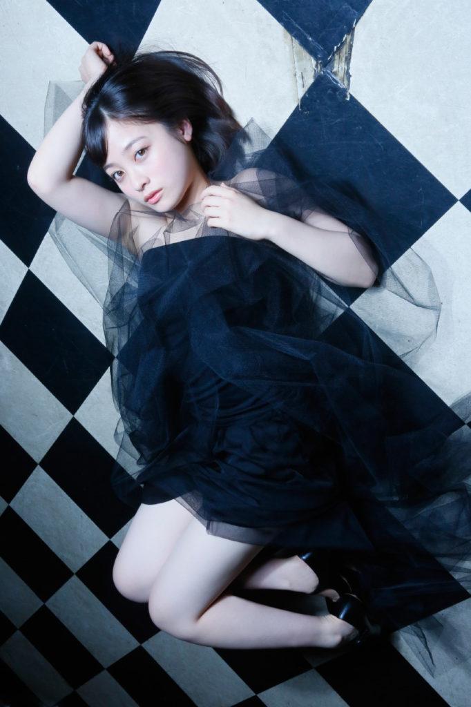 橋本環奈の週刊誌のグラビアエロ画像034