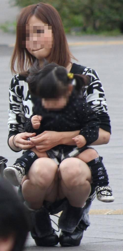 子連れ妻のパンチラ盗撮エロ画像30枚・9枚目の画像