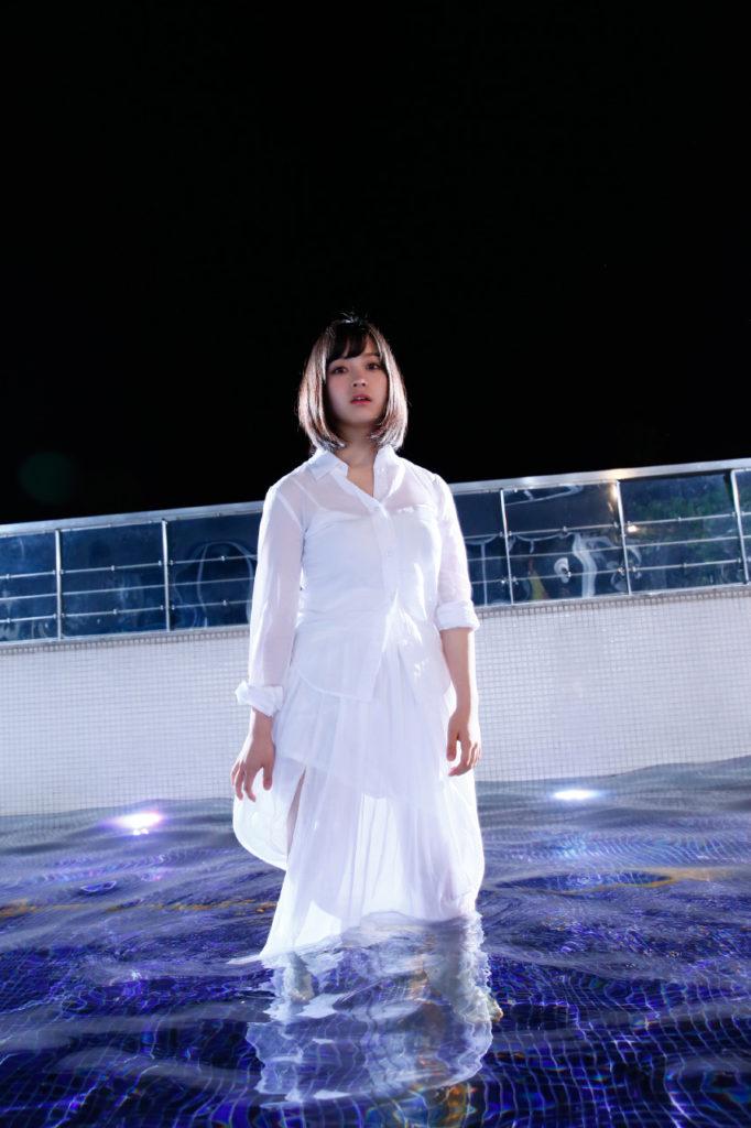 橋本環奈の週刊誌のグラビアエロ画像037