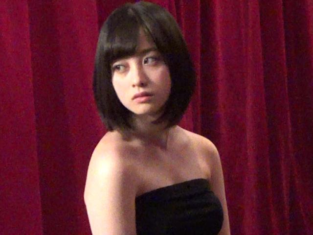 橋本環奈の週刊誌のグラビアエロ画像038