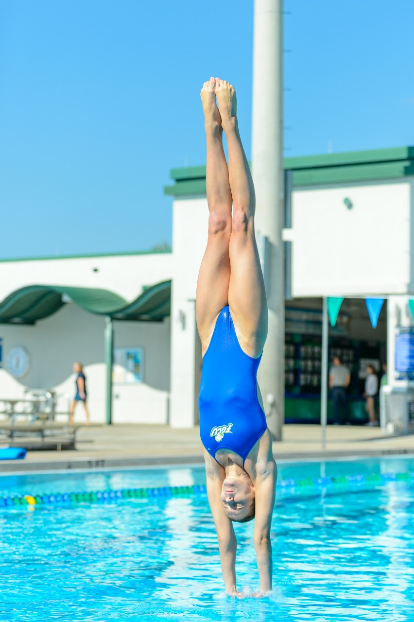 外国人の胸ポチ、ハミ尻が抜ける競泳水着姿のエロ画像33枚・12枚目の画像