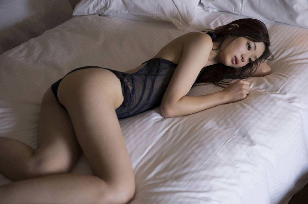 足立梨花(24)の最新セクシー下着姿&水着姿のエロ画像63枚・30枚目の画像