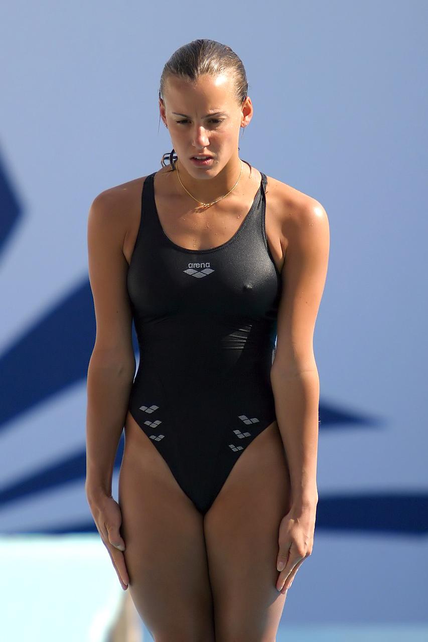 外国人の胸ポチ、ハミ尻が抜ける競泳水着姿のエロ画像33枚・18枚目の画像