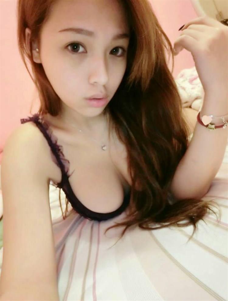 台湾美女の全裸自画撮りヌードエロ画像37枚・21枚目の画像