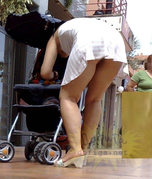 子連れ妻のパンチラ盗撮エロ画像30枚・24枚目の画像