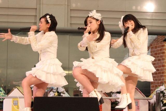 橋本環奈のアイドルグループ「Rev.from DVL」時代のエロ画像009