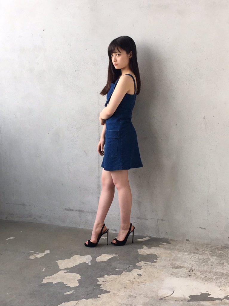 橋本環奈の週刊誌のグラビアエロ画像052