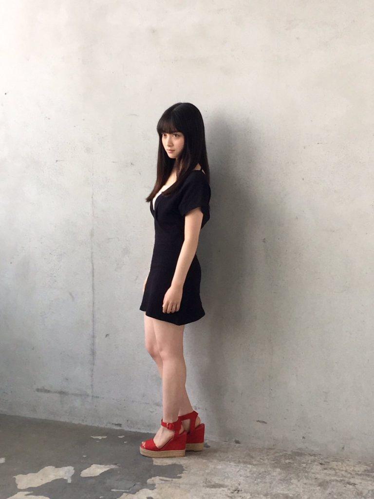 橋本環奈の週刊誌のグラビアエロ画像053