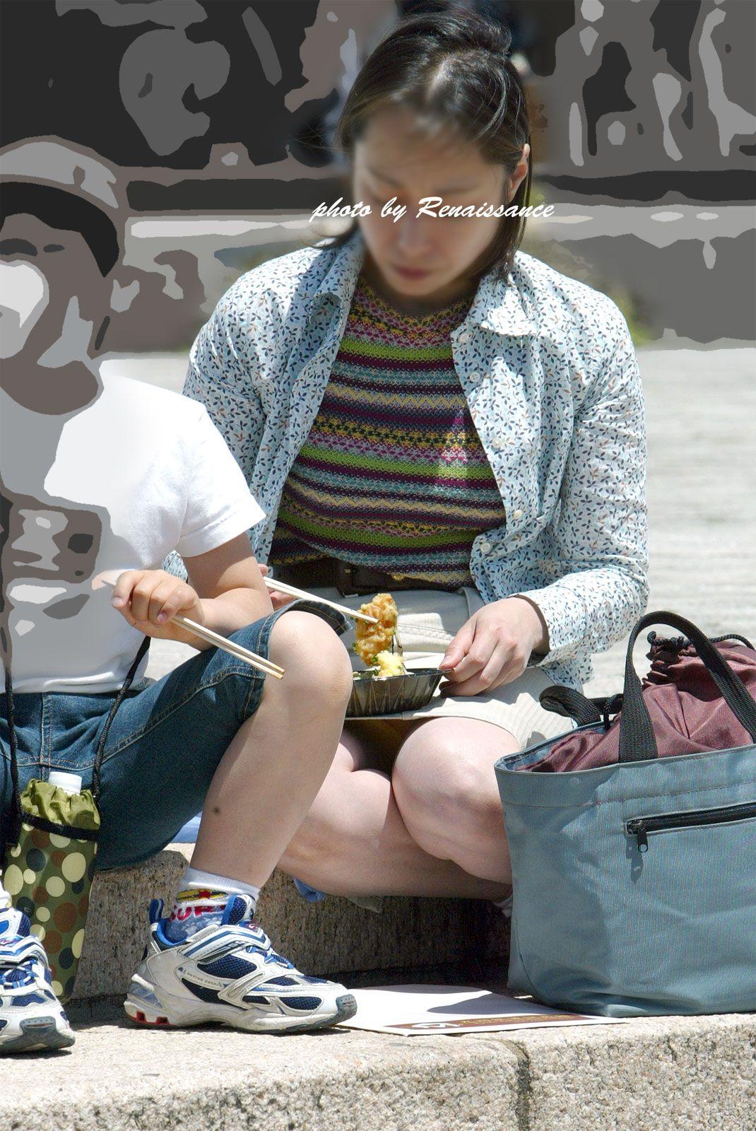 子連れ妻のパンチラ盗撮エロ画像30枚・36枚目の画像