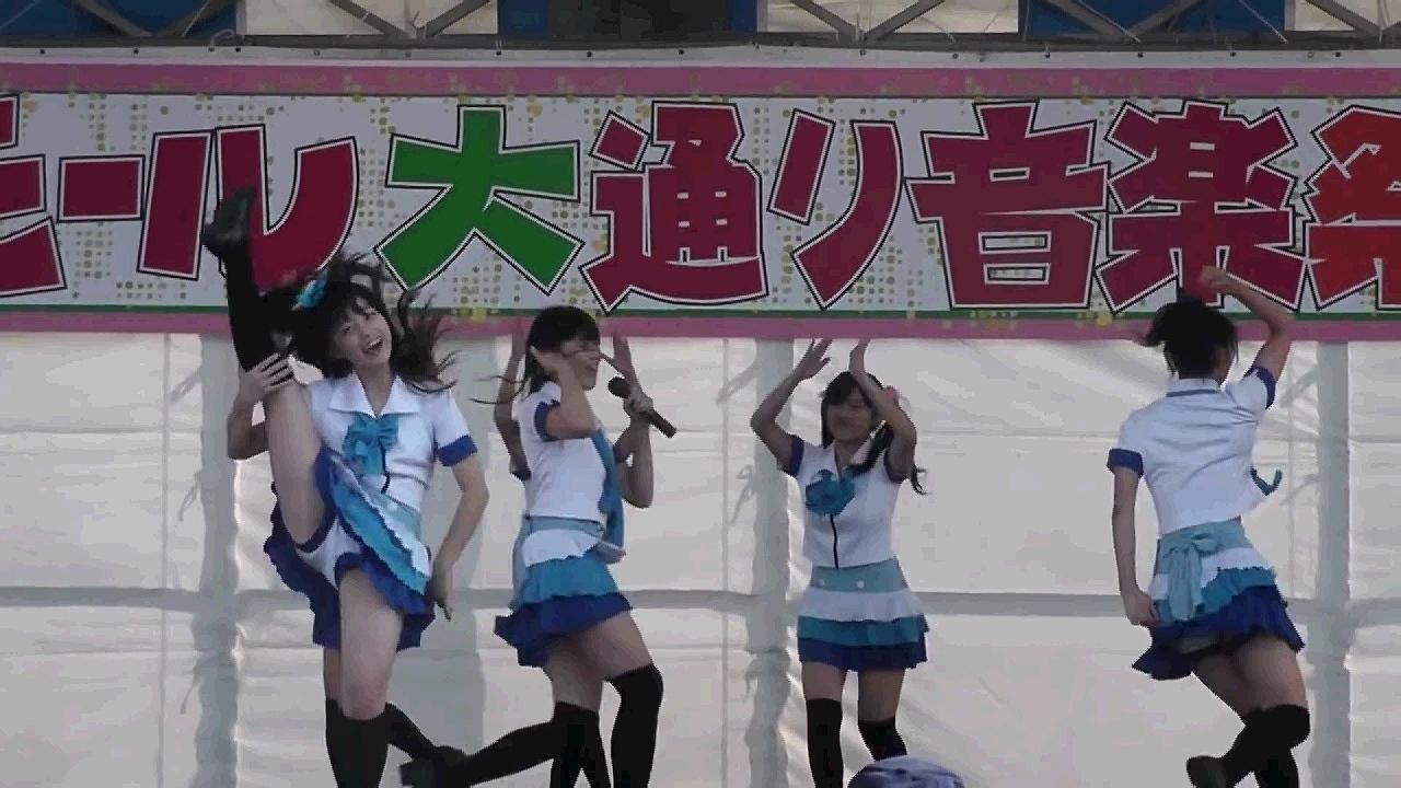 橋本環奈のアイドルグループ「Rev.from DVL」時代のエロ画像005