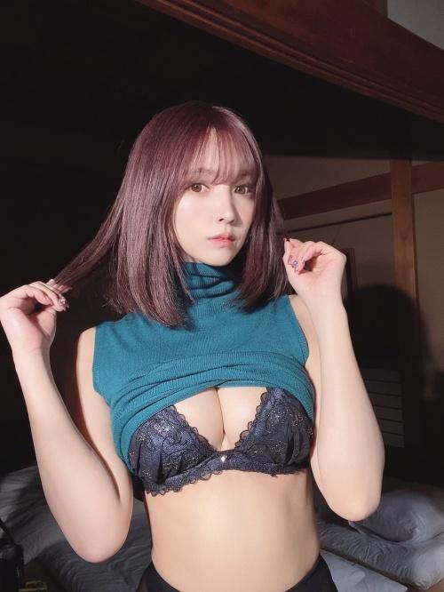 三上悠亜のSNSのセクシー自画撮りエロ画像060