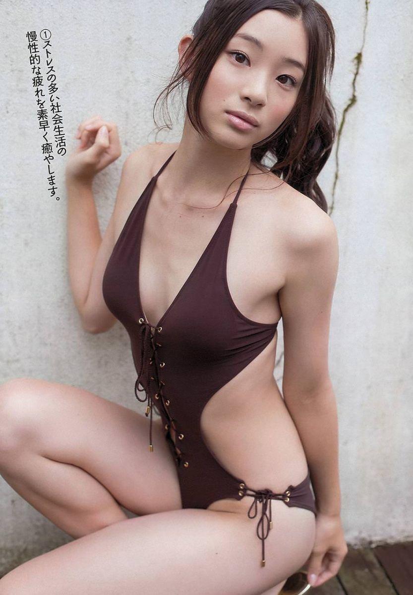 足立梨花(24)の最新セクシー下着姿&水着姿のエロ画像63枚・59枚目の画像