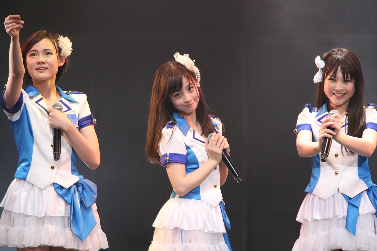 橋本環奈のアイドルグループ「Rev.from DVL」時代のエロ画像023