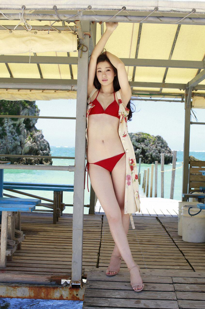 足立梨花(24)の最新セクシー下着姿&水着姿のエロ画像63枚・63枚目の画像