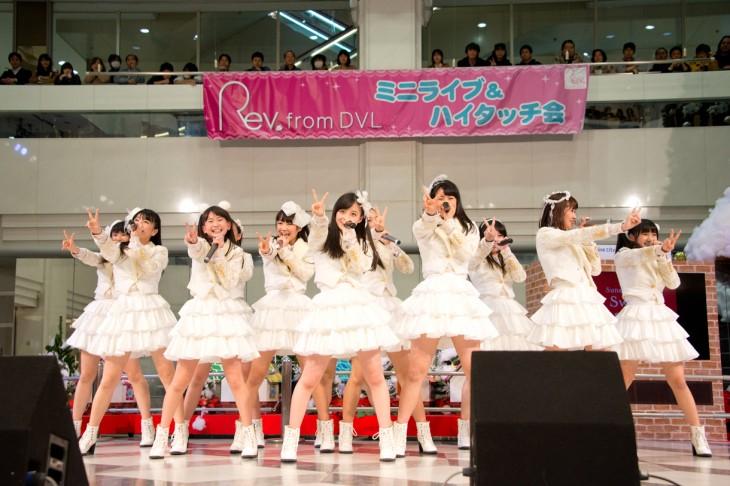 橋本環奈のアイドルグループ「Rev.from DVL」時代のエロ画像027