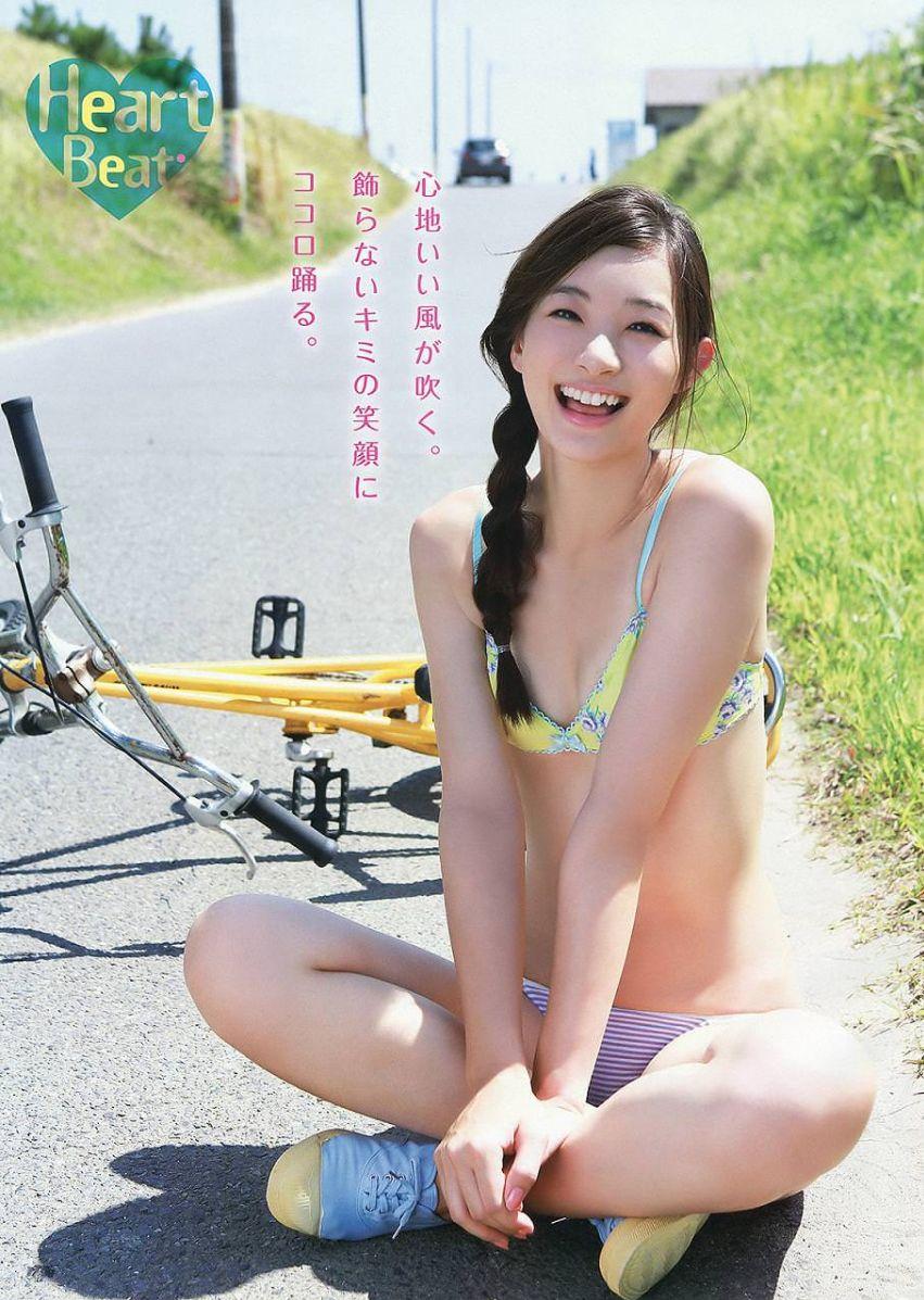 足立梨花(24)の最新セクシー下着姿&水着姿のエロ画像63枚・66枚目の画像