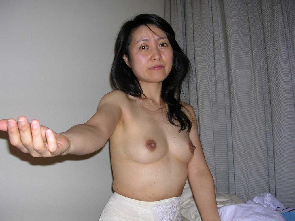 不倫してる人妻のハメ撮りエロ画像85枚・55枚目の画像