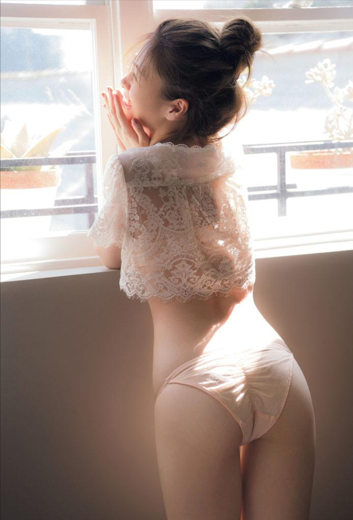 白石麻衣のグラビアエロ画像32