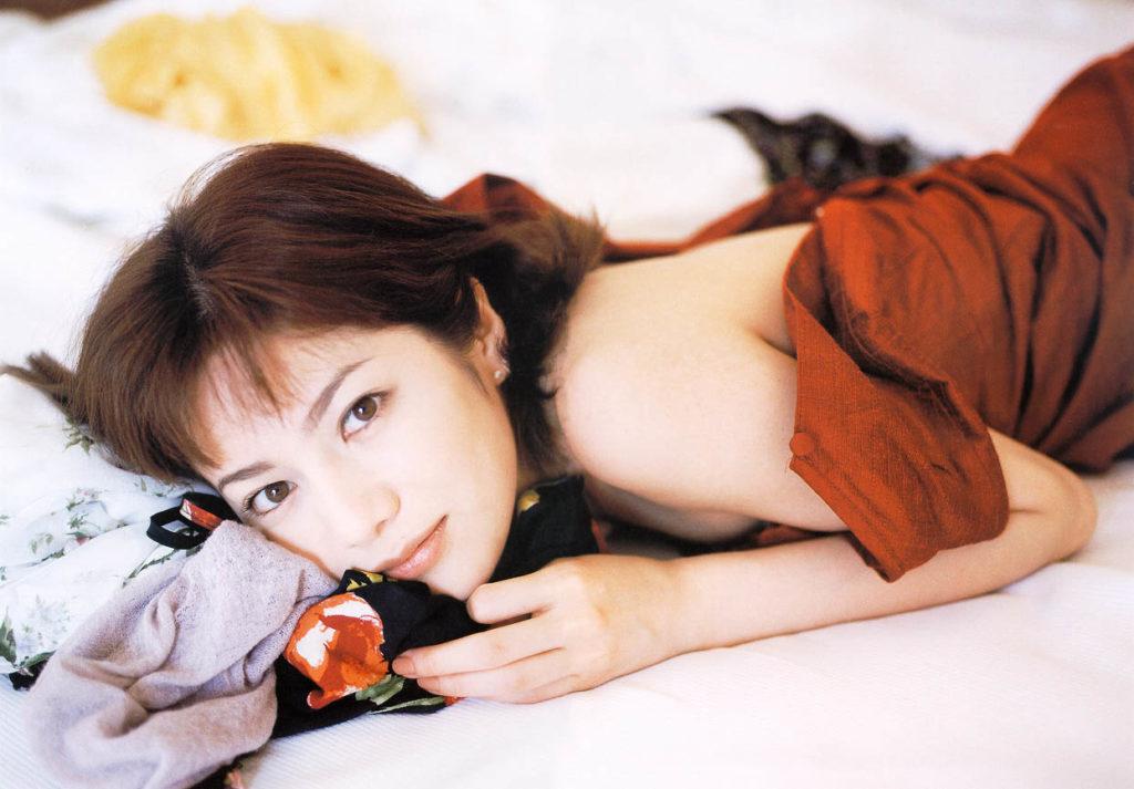 大石恵 マンスジ&水着エロ画像34枚!hydeの妻が美魔女系でぐうシコ!・1枚目の画像