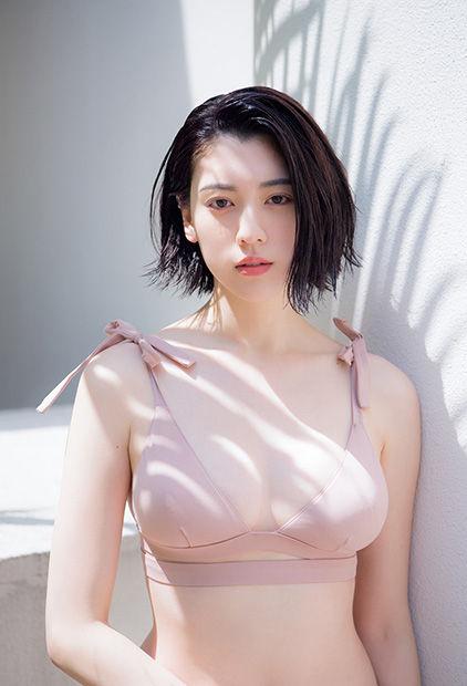 三吉彩花(22)の水着グラビアや最新インスタ美脚エ□画像65枚