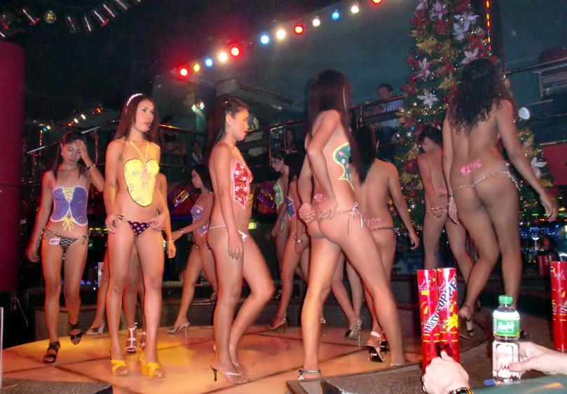 ゴーゴーバーという海外の売春所のエロ画像35枚・3枚目の画像