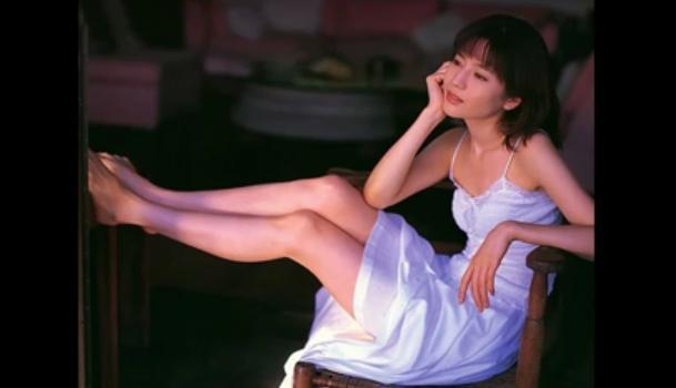 大石恵 マンスジ&水着エロ画像34枚!hydeの妻が美魔女系でぐうシコ!・8枚目の画像