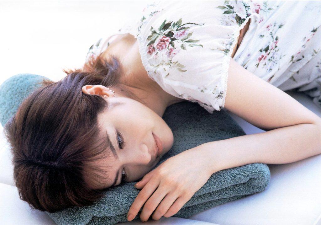 大石恵 マンスジ&水着エロ画像34枚!hydeの妻が美魔女系でぐうシコ!・10枚目の画像