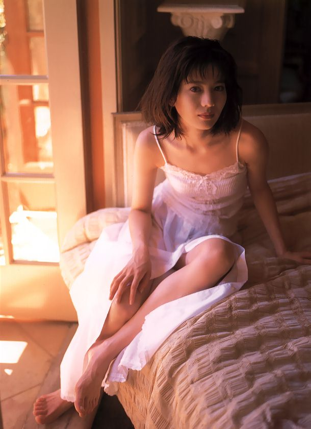大石恵 マンスジ&水着エロ画像34枚!hydeの妻が美魔女系でぐうシコ!・17枚目の画像