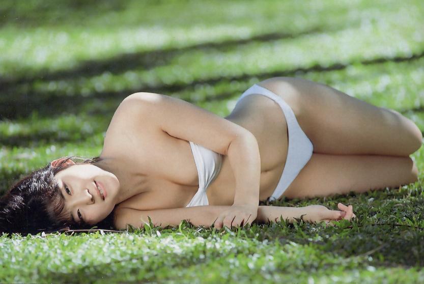 石田ゆり子 ヌード濡れ場&水着グラビア!全盛期の抜けるエロ画像46選・24枚目の画像