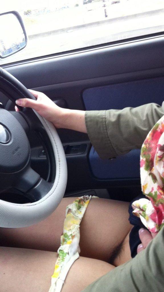 車内で見るミニスカ女子の絶景パンチラ・太ももエロ画像32枚・31枚目の画像
