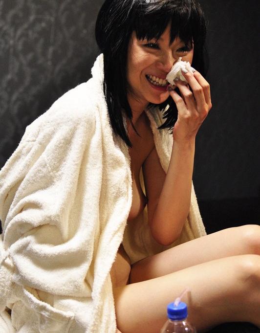 AV強要!?ガチ泣きしてるAV女優のエロ画像24枚・30枚目の画像